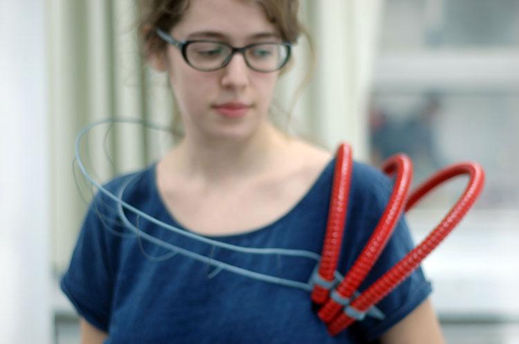 Катя Рабей в колье своего дизайна, созданном в Шенкаре